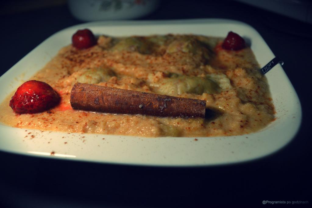 Kremowa zupa z jabłek i ravioli z truskawkami