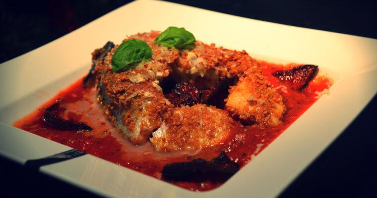 Dzwonko z łososia w orzechowej panierce, z chipsem z buraka i kremem z pomidorów