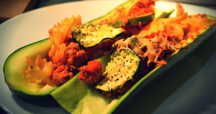 Zapiekane farfalle z cukinią,sosem pomidorowym i mielonym mięsem