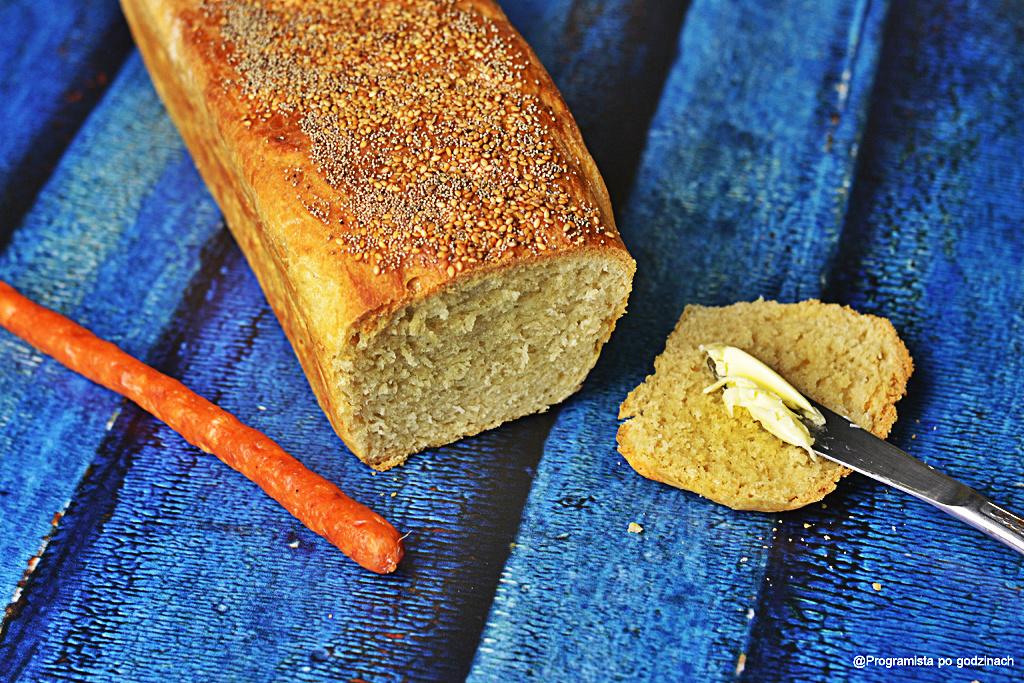 Chlebek z sezamem i białym makiem