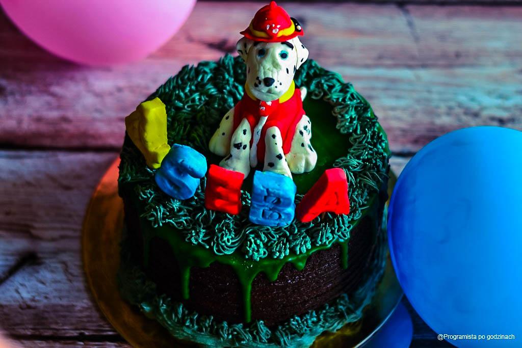 Czekoladowy tort z kremami na 4 urodziny Sebastiana