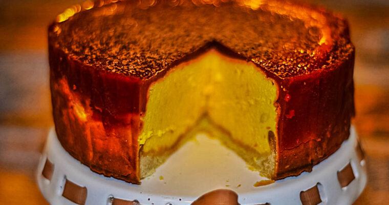 Sernik dyniowo-brzoskwiniowy z musem malinowym