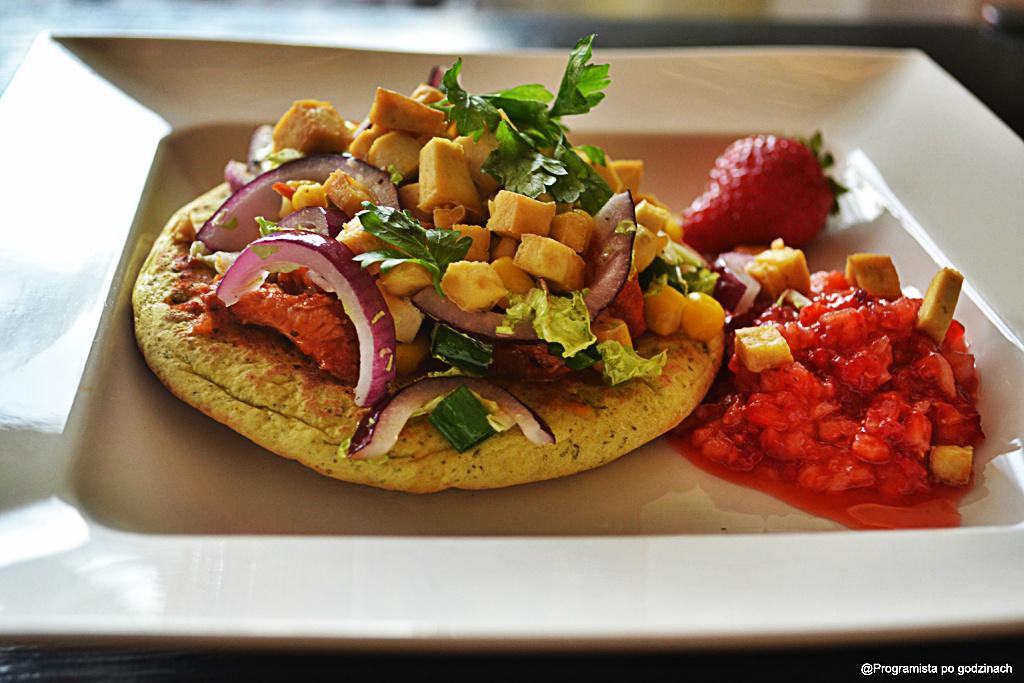 Zdrowy kebab z tatarem z truskawek