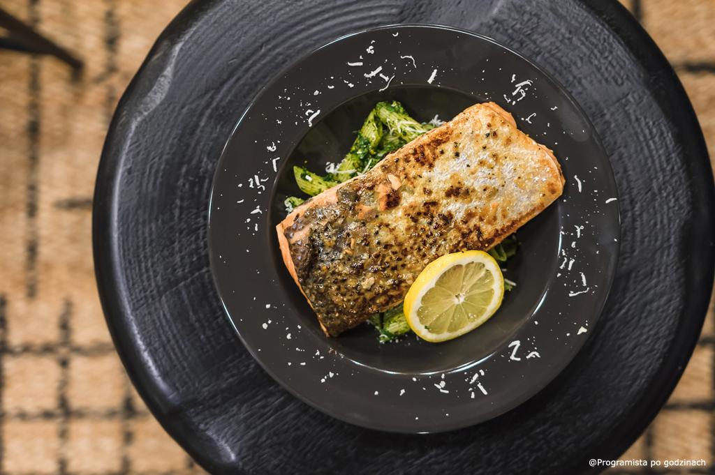 Pesto szpinakowo-pietruszkowe z łososiem