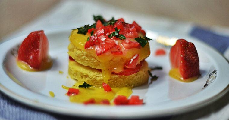 Ciastko sablé z lemon curd i truskawkami
