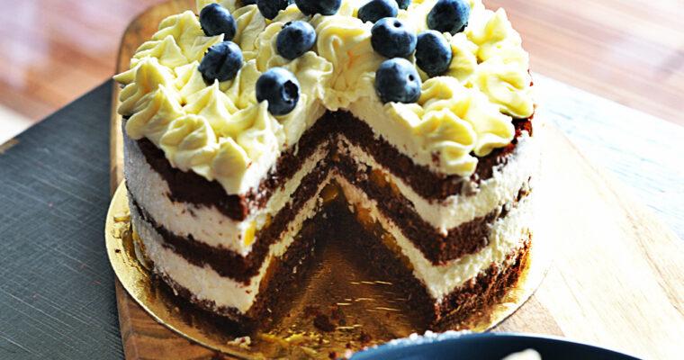 Wilgotne ciasto czekoladowe z aromatem limonki, krem kokosowy i pyszny frużelina od marki stovit.