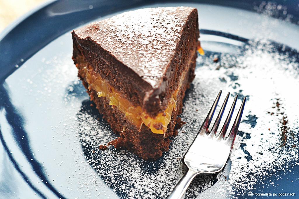 Czekoladowe ciasto z morelami i ganache czekoladowym