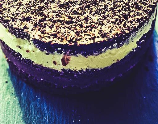 Czekoladowe ciasto z rabarbarem i kremem z ricotty