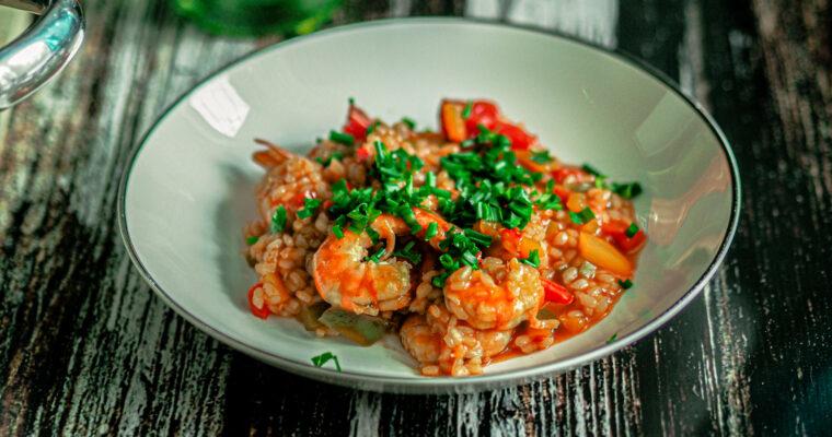 Podsmażany ryż z krewetkami i warzywami