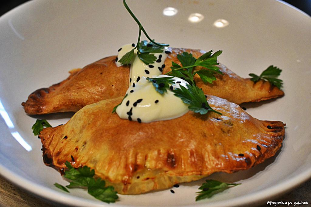 Pierogi z pieca z kurczakiem i papryką