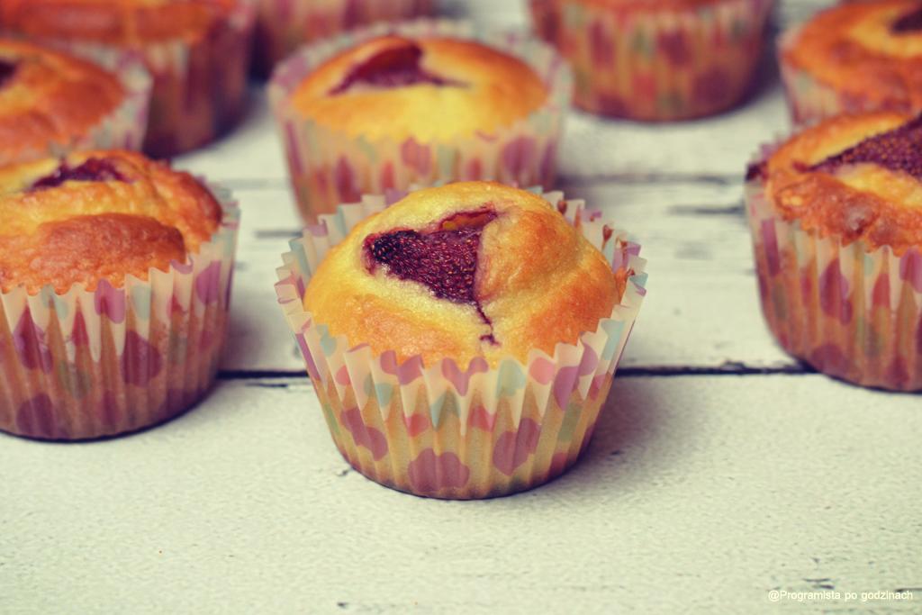 Muffiny limonkowe z truskawkami